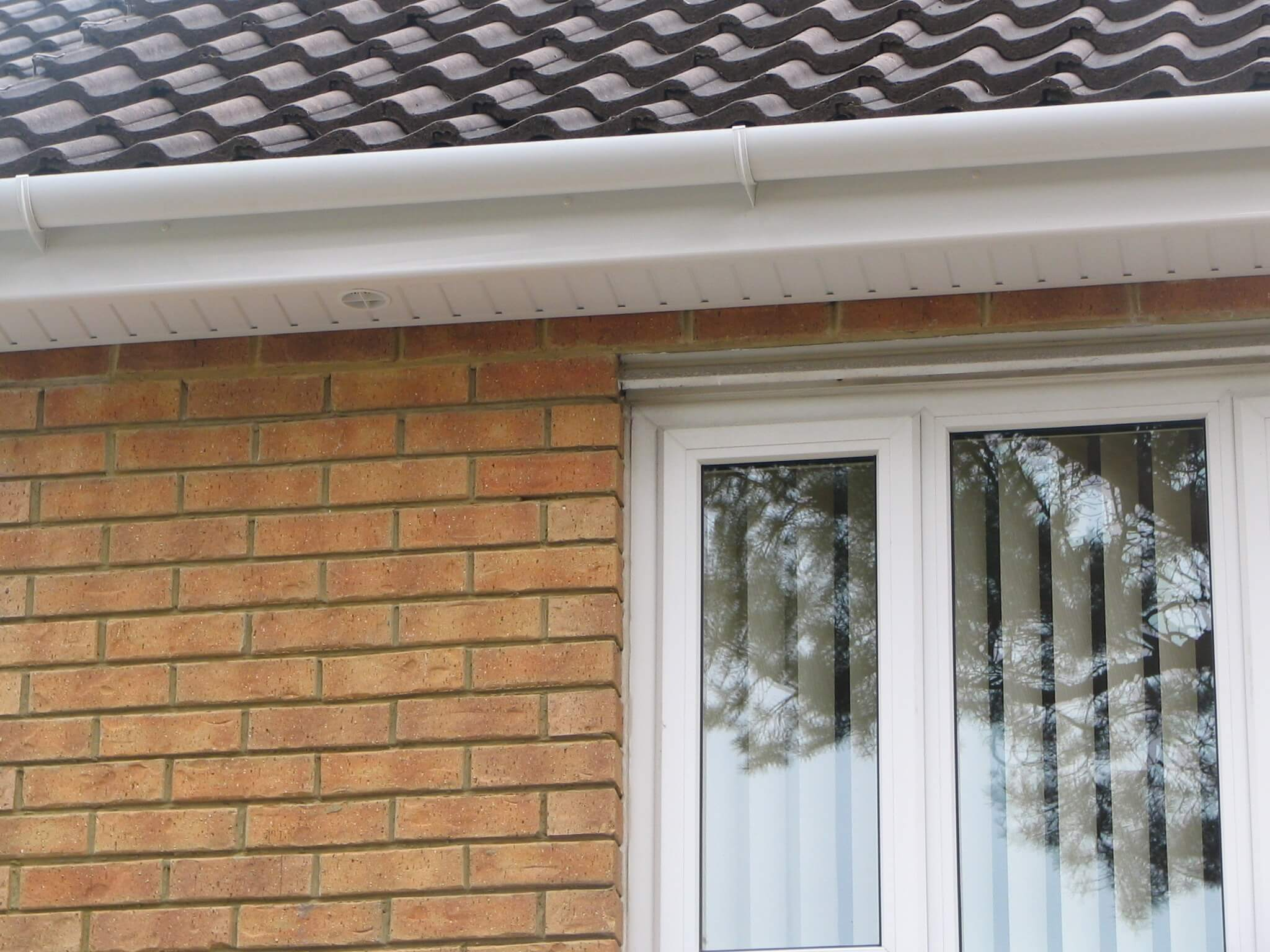 gallery 24 - white fascia and white round gutter